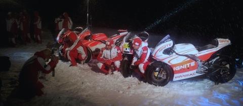 Ducati Wrooom posando